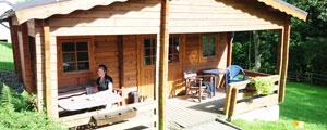 2 Holzblockhäuser